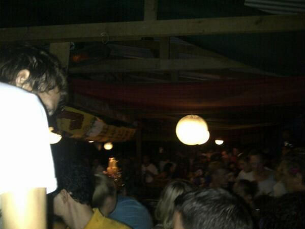 Marco Mejía @MarcoVinicioM At tranquila bar in utila