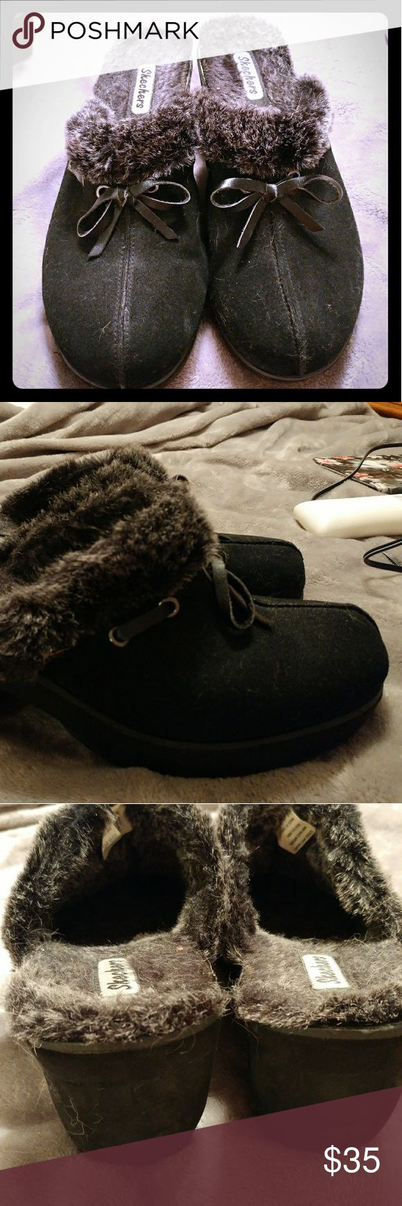 Black Skechers Clogs Cute, black, Skechers clogs with salt-n-paper colored faux-fur lining. Very comfy! Size 11. Worn only once and just wasting away in my closet. Smoke free home. Skechers Shoes Mules & Clogs