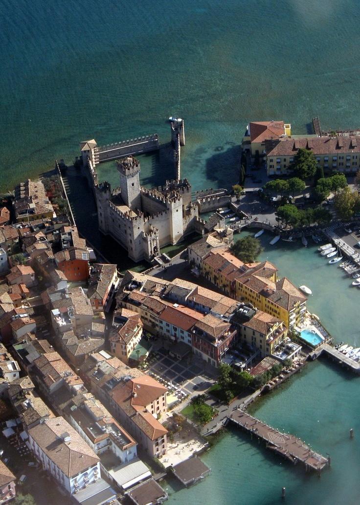Lombardia, Sirmione, lago di Garda.... Omg!!!! Look how beautiful thid looks ...