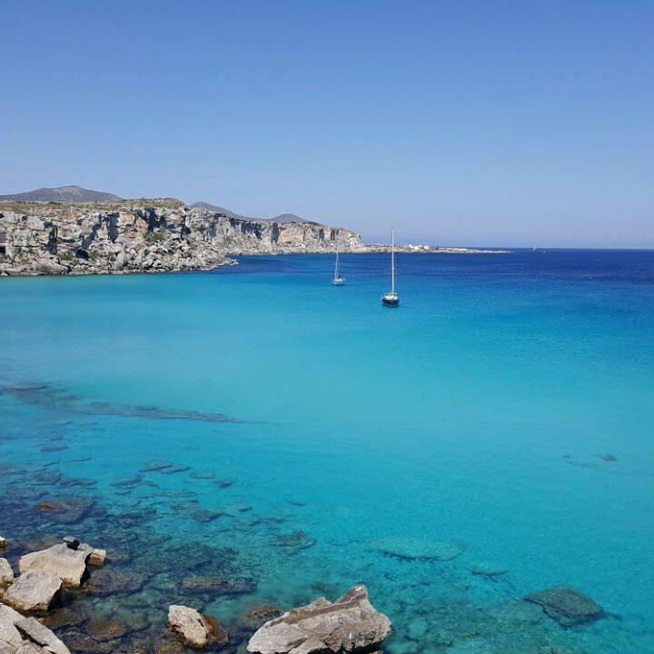 Sole, mare e vento in poppa. In Sicilia una vacanza in barca è un'esperienza che va vissuta con i tempi della vela.