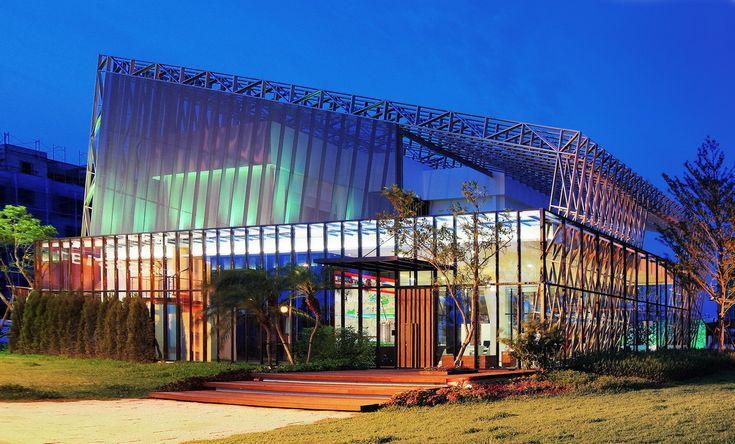 Gallery of Summit Housing Sales Center / Lab Modus - 1