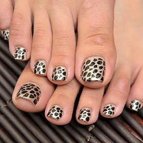 cool leopard pedicure! I love to have my toes designed! It makes me feel special! Not only for that reason, I have a really big toe nail!