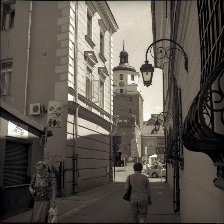 https://flic.kr/p/VstbpL | Retro Series 4-III | Retro series with Zeiss Ikon Nettar.   Kozia Str., Old Town Lublin, Poland, June 2017.  Instagram: @alec.chernivtsi ·  urban.photos · facebook · tumblr