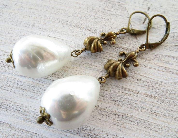 Orecchini con perle barocche e gigli in bronzo, gioielli rustici, bijoux vintage
