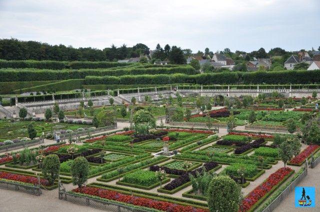 Castelul Villandry sau Chateau de Villandry e situat pe Valea Loirei din Franța. Are unele din cele mai frumoase grădini din Europa