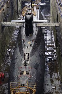 This submarine image gallery will give you an inside look into one of the Navy's most sophisticated war machines. Check out these submarine pictures.