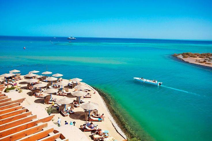 Red Sea i الغردقة, El-Bahr el-AhmarI dag er Hurghada kendt som en party-by, især blandt europæerne. Lokalbefolkningen og andre vil fortælle dig, at livet i Hurghada begynder om natten, med de mange, mange klubber. De er især hyppigt besøgt af unge, men bestemt også af mange andre i alle aldre.