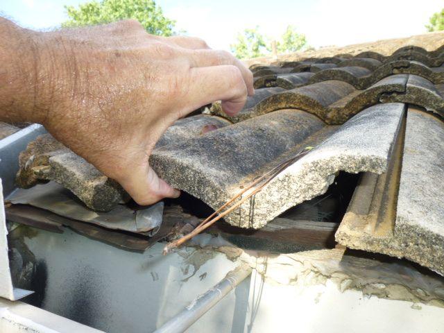 Concrete Roof Tiles Loose Leaks Occur Concrete Roof Tiles Roof Repair Concrete Roof