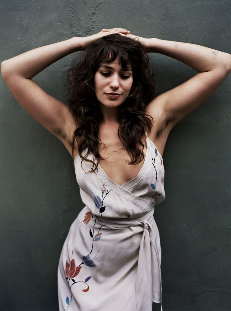 Lola Kirke flaunts her armpit hair in So It Goes #7