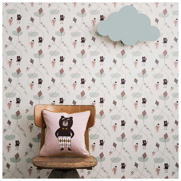 Het Kite behang van Ferm Living komt het best tot zijn recht in de kinderkamer. Dit lieve #designbehang met beertjes en vliegers heeft een print waar je kleine naar kan blijven kijken. Leuk te combineren met andere kids artikelen uit de #FermLiving collectie.
