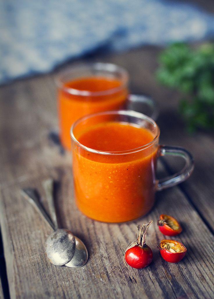 Hemmagjord Nyponsoppa, kan knappt komma på något godare att dricka just nu. Dessutom är den lika god varm som kall och vill man lyxa till det så passar det ju fint med en klick grädde eller...