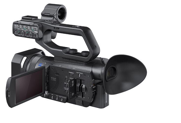 Sony PXW-X70 Di 1,4 kg leggermente (180,9 millimetri x 287 millimetri altezza profondità larghezza 130,3 millimetri ×) dimensione del corpo che si inserisce in una mano, abbiamo realizzato le dimensioni e il peso della maggior parte della serie XDCAM, questa unità, sub della fotografia documentaria e la sola stampa di copertura Suggerisco per una vasta gamma di applicazioni di campo come telecamera, è necessaria la mobilità.