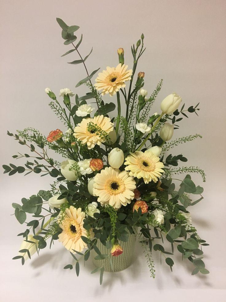 Potted floral arrangement. Instagram: Thelittlepetal__