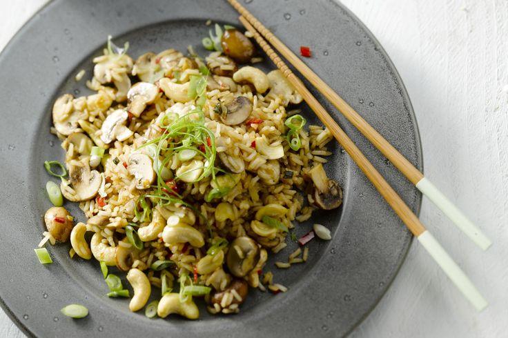 Rijst kung pao is een traditioneel gerecht uit de Chinese Sichuan keuken. Normaal gezien met kip, maar veggie kan ook, heerlijk krokant dankzij de cas...