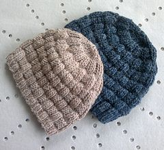"""""""Willow wood beanie"""" on Ravelry : casual textured reversible knitting pattern available in 2 adult sizes (man and woman)."""