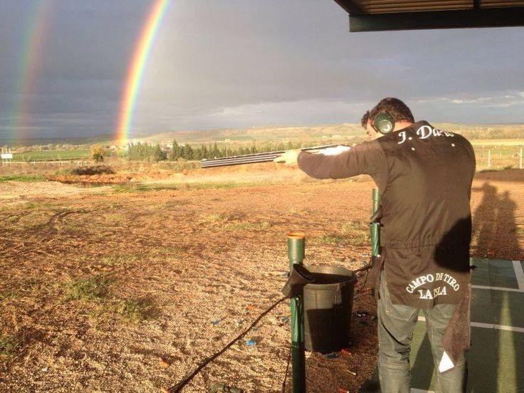 Arco iris doble en jornada de tiro al plato en campo de tiiro al plato La Isla