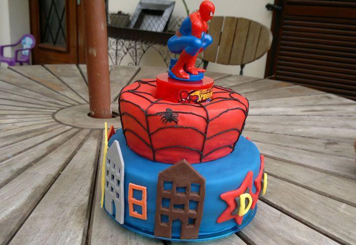 le g teau spiderman pour dan ma bo te g teau cake designer p tissier gateau. Black Bedroom Furniture Sets. Home Design Ideas
