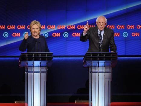Clinton und Sanders lieferten sich in Flint (Michigan) eine weitere kämpferische und teilweise scharfe TV-Debatte.