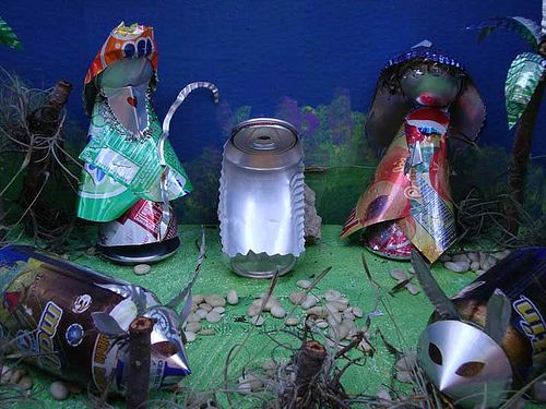 Christmas nativity made with soda cans - Pesebre hecho de latas de refresco