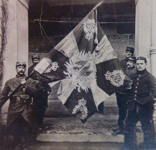 WW1. French soldiers with captured German flag.
