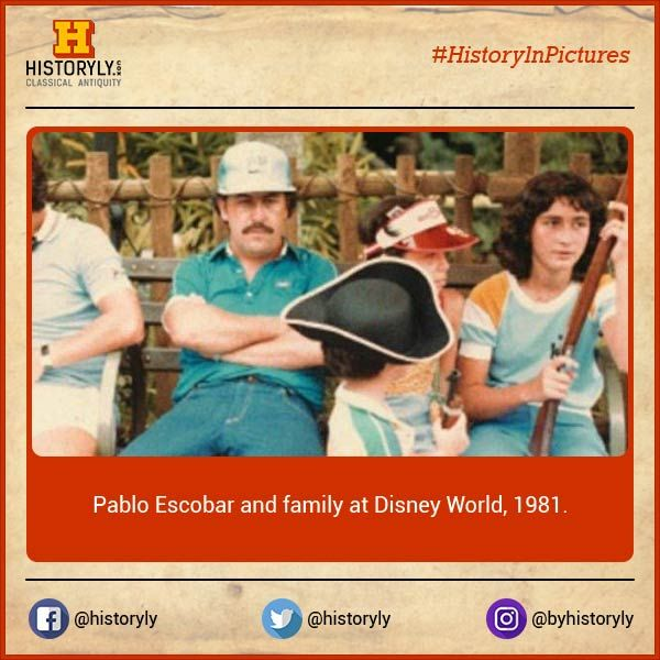 #HistoryInPictures  Pablo Escobar with his family at Disney World, 1981.  #History #Pablo #Narcos