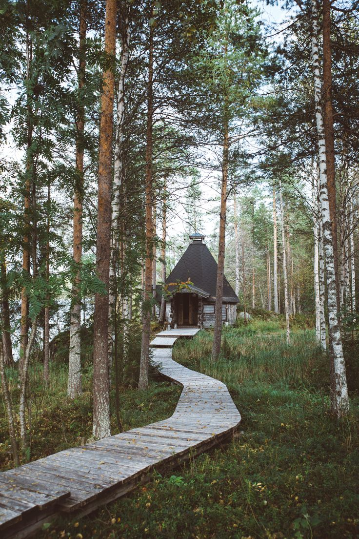 Unspoilt lake views, log fires with hot coffee & sausages, cosy reindeer rugs... Finland you've got the sexiest cabins #outdoor #cabin #treehouse