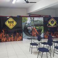 A escola de bombeiro civil, Arco de Fogo, atende a legislação de segurança em edifícios e locais de reunião pública ministrando curso de formação de brigada de emergência com cursos de primeiros socorros (certificação nacional e internacional), proteção e combate a incêndio, emergência com produtos químicos e plano de abandono. Confira mais no link!