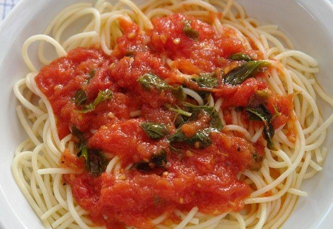 Paradicsomszósz (spagettihez) recept képpel. Hozzávalók és az elkészítés részletes leírása. A paradicsomszósz (spagettihez) elkészítési ideje: 30 perc