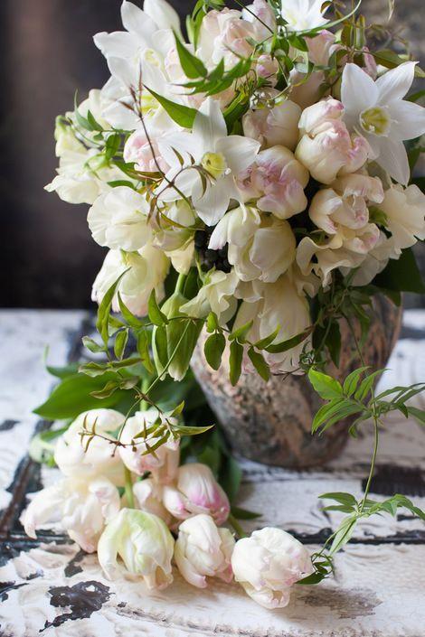 such a beautiful, lush arrangement....blog du I'llony  ᘡℓvᘠ❉ღϠ₡ღ✻↞❁✦彡●⊱❊⊰✦❁ ڿڰۣ❁ ℓα-ℓα-ℓα вσηηє νιє ♡༺✿༻♡·✳️︎· ❀‿ ❀ ·✳️︎· WED NOV 09, 2016 ✨ gυяυ ✤ॐ ✧⚜️✧ ❦♥️⭐️♢∘❃♦️♡❊ нανє α ηι¢є ∂αу ❊ღ༺✿༻✨♥️♫ ~*~ ♪ ♥️✫❁✦⊱❊⊰●彡✦❁↠ ஜℓvஜ flowers and bouquets