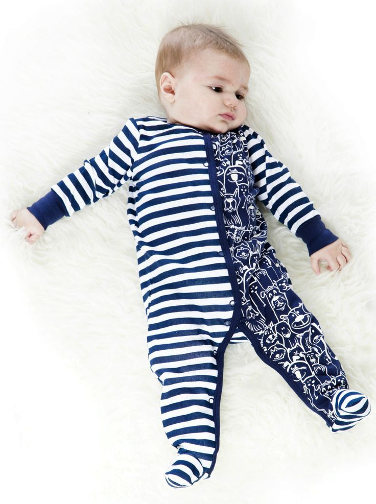 Cats and dogs, sporty stripes, and glow in the dark graphics make the One-Piece Cats and Dogs Print Pyjama perfect for baby boys in need of a stylish night's sleep. In 100% cotton that makes it feel super soft against baby's skin, this one-piece footie features a combination of two-tone horizontal stripes on one side and an allover glow in the dark cats and dogs print on the other side.