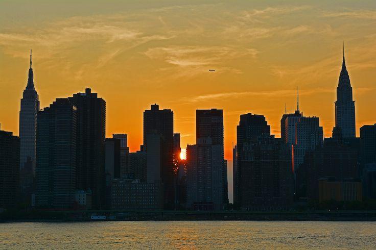 Manhattan Henge phenomenon July 11th 2014
