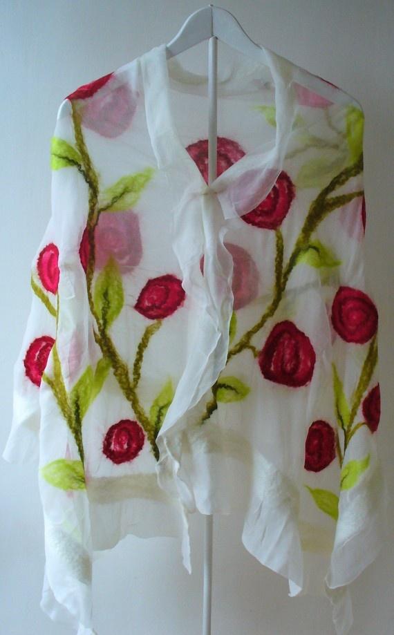 Omslagdoek van viltwol op zijde ... je kan alle mogelijke kleuren gebruiken.