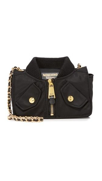 Get this Moschino's shoulder bag now! Click for more details. Worldwide shipping. Moschino Shoulder Bag: A quirky Moschino bag shaped to look like a bomber jacket. Zip back pocket and snap front pockets. The magnetic flap opens to a lined, 2-pocket interior. Chain shoulder strap. Dust bag included. Fabric: Nylon. Weight: 16oz / 0.45kg. Imported, China. Measurements Height: 5.5in / 14cm Length: 8.75in / 22cm Depth: 2.75in / 7cm Strap drop: 19.25in / 49cm (bolso de hombro, hombros, cartero…
