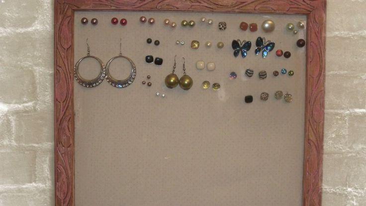 Ranger ses boucles d'oreilles dans un tableau  #Boucles d'#oreilles, #rangement, #rangement_bijoux, #astuce_rangement, #idée_rangement