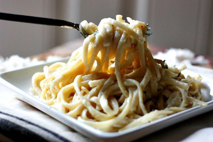 Healthy Linguine Alfredo Pasta via @danielleomar #clean #dinner #healthyrecipe