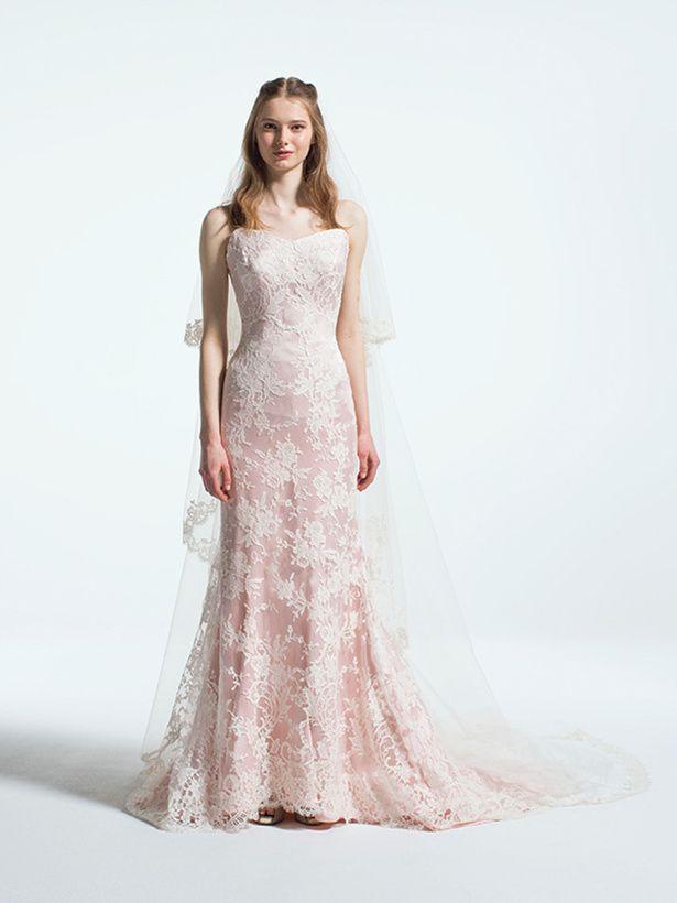 乙女心をくすぐる淡いピンク地に、精巧なレースが重ねられたロマンティックなマーメイドドレス。ピンクのマーメイド ウェディングドレス・カラードレス・花嫁衣装のまとめ一覧♡