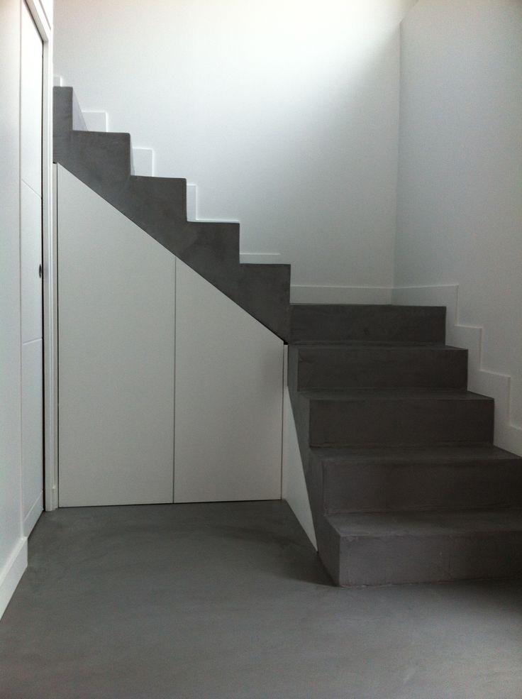 Escalier angle et rangements