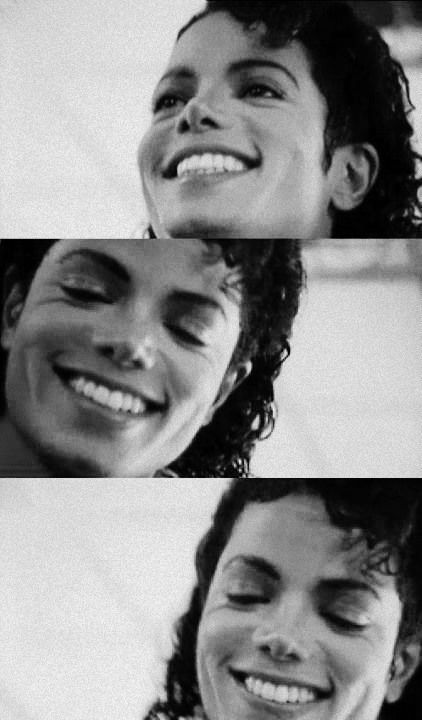 """And The Winner Of """"The Most Perfect Smile"""" Is..Drums Please!... MICHAEL JACKSON! :D"""
