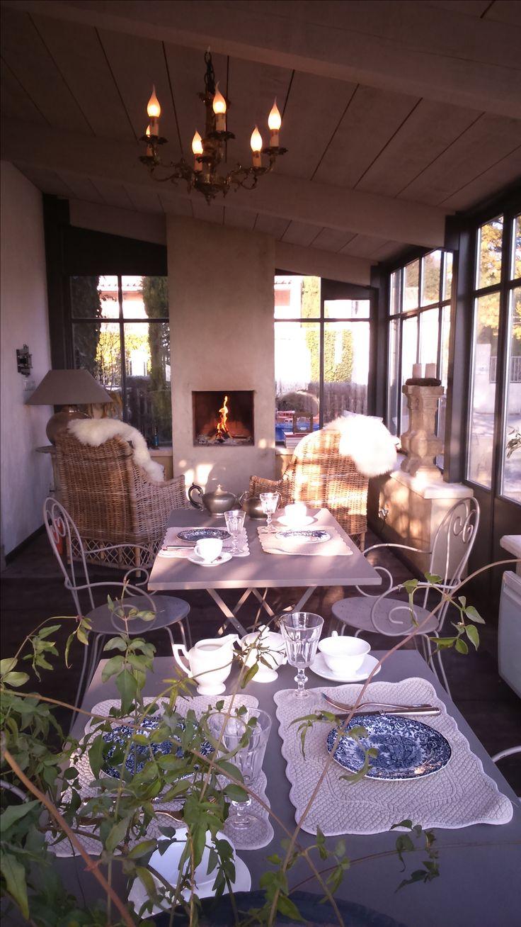ontbijt in veranda met blik op Mont Ventoux