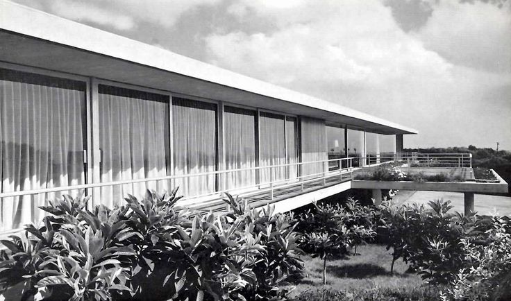 In the mid 20th century, Francisco Artigas was one of the best known architects in Mexico. Today he is largely unknown. It's time for a fresh look.