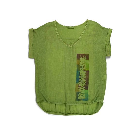 Зеленая жатая блуза с коротким рукавом и апликацией  Сайт ЖЕНЩИНА   http://polnymledi.ru
