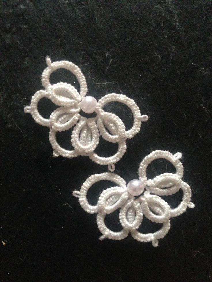 Timeless elegance with these tatted flowers with a single freshwater pearl. I use these in my hair, to decorate my shoes - pretty much everywhere <3
