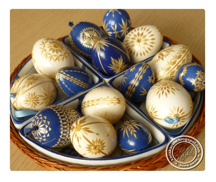 Pysanky or, kraslice (Czech Republic). - Straw decoration. Beautiful!