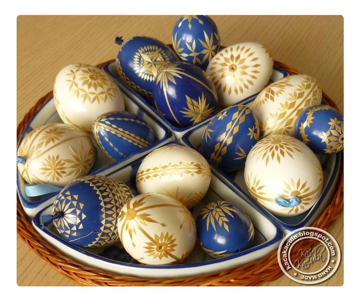 Pysanky or, kraslice (Czech Republic). - Straw decoration. Beautiful!
