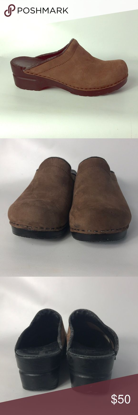Christmas Sale 🎄 Dansko size 8 brown clogs Condition 8/10, normal amount of scuffs around both shoes from normal wear. Nothing too big or too noticeable, very good shape, size 8/ Europe 38 , if you have any questions or you want to request more pictures, don't hesitate to ask me. Thank you 🙏🏼 Dansko Shoes Mules & Clogs
