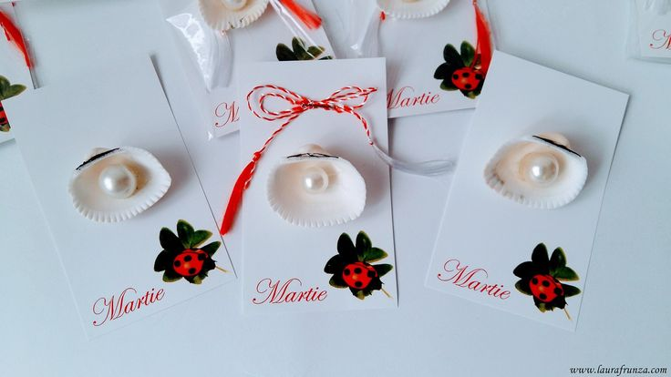 Martisoare cu scoici şi perle./Pearls in seashells for Romanian martisor, or other decorations