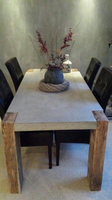 beton/eiken tafel.