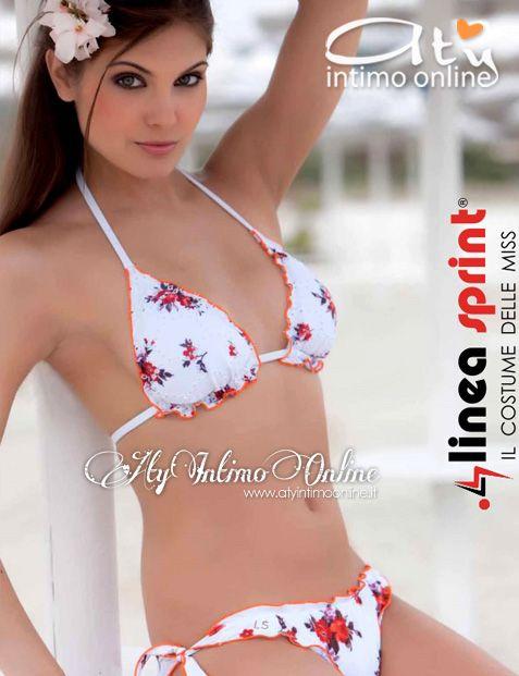 Costumi da bagno e mare. LineaSprint, il costume delle Miss, dedica alle donne il candore del bianco con stampe floreali con un modello di bikini a triangolo e slip annodato in morbida licra. Linea Giovane LineaSprint.  #costumidabagno #costumi_mare #bikinis  http://www.atyintimoonline.it/118-costumi-da-bagno