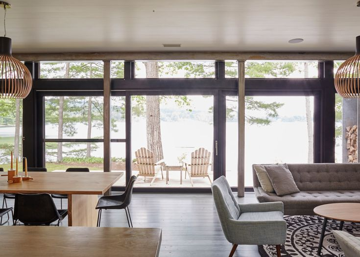 Allee separates lakeside Connecticut house into two distinct volumes