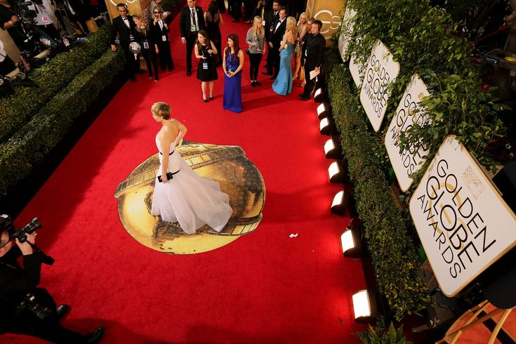 """""""Facebook, not Twitter, will live stream this year's Golden Globes' red carpet pre-show"""""""